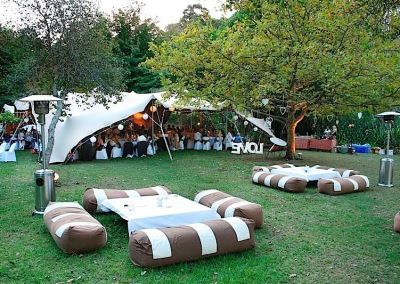kilobush-stretch-tents-forest-wedding-setup